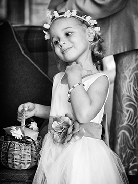 flower girl portrait www.oliviabrabbs.co.uk