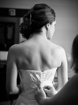 bride getting ready female wedding photographer in yorkshire www.oliviabrabbs.co.uk